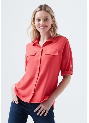 Mavi Kırmızı Gömlek Kırmızı